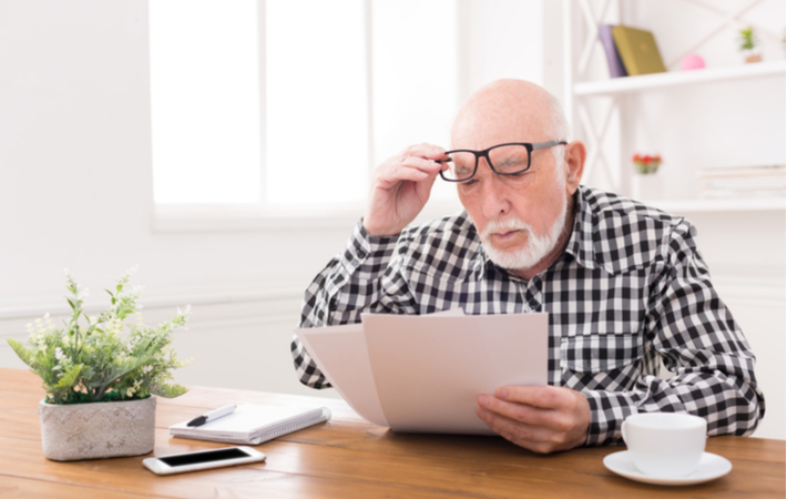 man struggling to read text from presbyopia